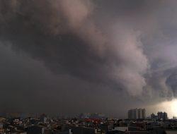 BPBD Ingatkan Potensi Cuaca Ekstrem di Wilayah Jakarta 23-24 Juli 2021
