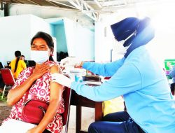 Antusias Warga Masyarakat Ikuti Vaksinasi di RSAU dr. Siswanto Lanud Smo