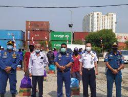 Pelabuhan Peduli, KSOP Sunda Kelapa Berikan Bantuan Sembako ke Warga dan Yatim-piatu